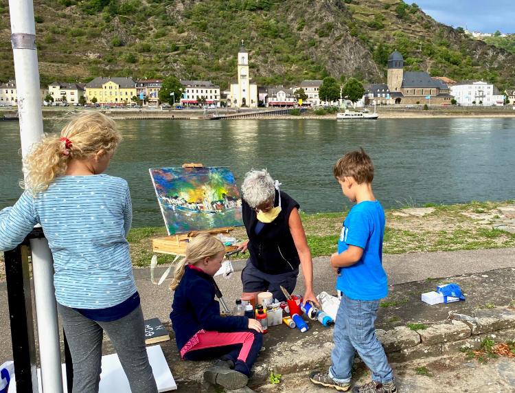 Kunst im Park, Künstlerinnen arbeiten mit Kindern in den Rheinanlagen von St. Goar