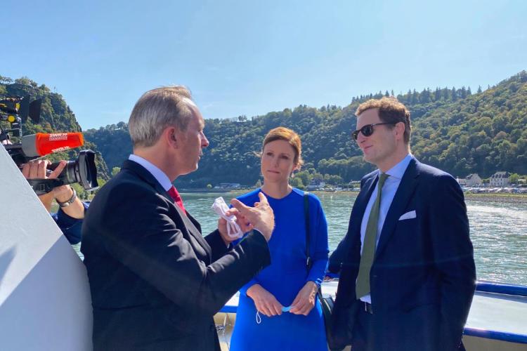 Georg Friedrich Prinz von Preußen, Sophie Prinzessin von Preußen und Stadtbürgermeister Falko Hönisch auf dem Rhein in Höhe der Loreley