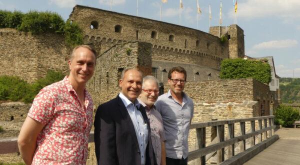 Stadtbürgermeister und Ortsvorsteher besuchen die Treidler-Galerie auf Burg Rheinfels