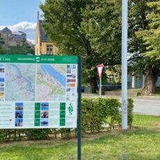 Neu gestaltete Stadtplantafel am Rathaus